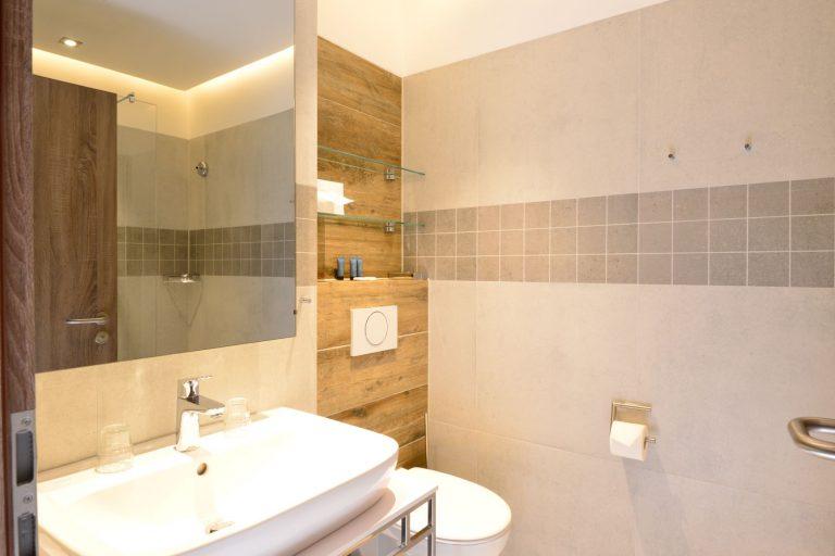 Doppelzimmer & Appartement Badezimmer