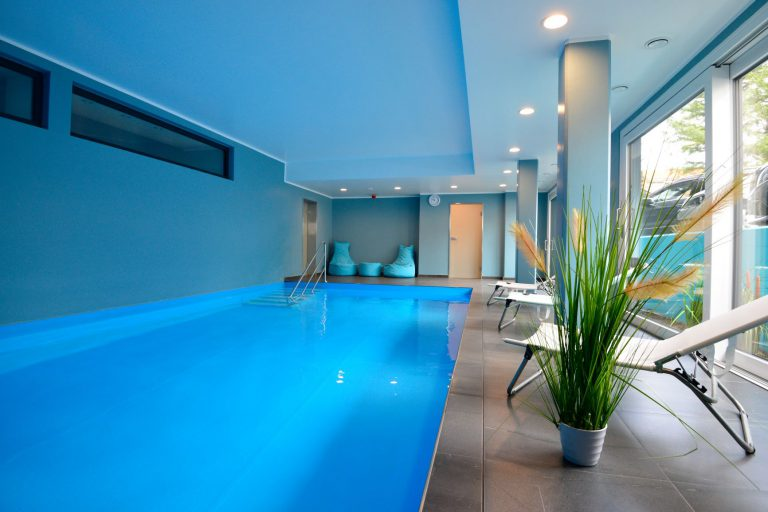 Poolbenutzung 24 Stunden am Tag inklusive Bademäntel und Handtücher.